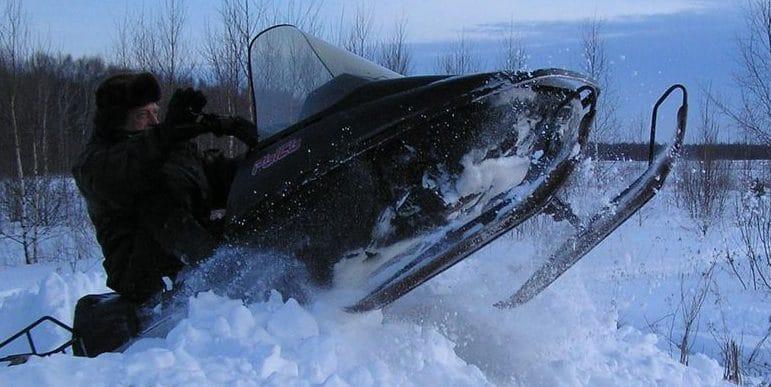 охотники на снегоходах
